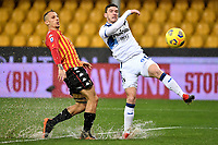 Riccardo Improta of Benevento Calcio and Robin Gosens of Atalanta BC compete for the ball during the Serie A football match between Benevento Calcio and Atalanta BC at Ciro Vigorito stadium in Benevento (Italy), January 9th, 2021. Photo Andrea Staccioli / Insidefoto