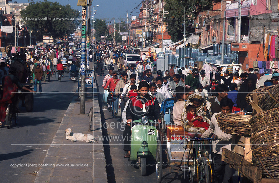 INDIA Rajasthan Jaipur, street traffic / INDIEN Rajsathan Jaipur, Strassenverkehr