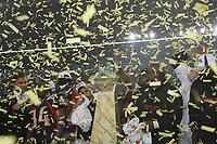 Team der Frankfurt Galaxy nach dem World Bowl Sieg im KOnfettiregen