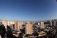 SAO PAULO, SP, 22/08/2012, CLIMA TEMPO. Sem chuva há mais de 45 dias, o paulistano sofre com o tempo seco. Além da poluição dos veiculos, o mato seco que pega fogo facilmente contribui com a piora do ar. Luiz Guarnieri/ Brazil Photo Press.