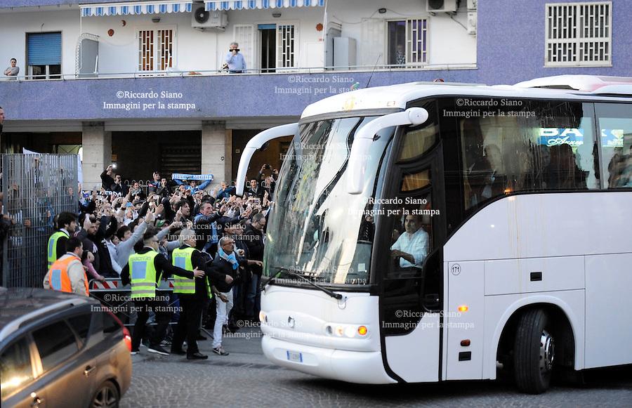 - NAPOLI 30 MAR  -  Stadio San Paolo    Napoli - Juventus arrivo bus juventus accolti con lancio di uova