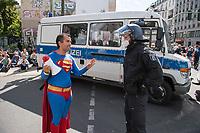"""Am Samstag den 29. August 2020 kamen mehrere tausend  sog. Corona-Querdenker zu einer Demonstration nach Berlin um. An der """"Querdenker-Demonstration beteiligten sich tausende Menschen, darunter Rechte, Rechtsextreme, Hooligans, Esoteriker und Anhaenger der antisemitischen Q-Anon-Sekte.<br /> Da die Demonstrationsteilnehmer sich weigerten die vorgeschriebenen Hygieneregeln einzuhalten, lies die Polizei die Demonstration nicht starten und untersagte sie letztendlich.<br /> Im Bild: Ein als Supermann verkleideter Demonstrant.<br /> 29.8.2020, Berlin<br /> Copyright: Christian-Ditsch.de<br /> NUR FUER REDAKTIONELLE ZWECKE! Werbung nur auf Anfrage beim Fotografen. [Inhaltsveraendernde Manipulation des Fotos nur nach ausdruecklicher Genehmigung des Fotografen. Vereinbarungen ueber Abtretung von Persoenlichkeitsrechten/Model Release der abgebildeten Person/Personen liegen nicht vor. NO MODEL RELEASE! Don't publish without copyright Christian-Ditsch.de, Veroeffentlichung nur mit Fotografennennung, sowie gegen Honorar, MwSt. und Beleg. Konto: I N G - D i B a, IBAN DE58500105175400192269, BIC INGDDEFFXXX, Kontakt: post@christian-ditsch.de<br /> Bei der Bearbeitung der Dateiinformationen darf die Urheberkennzeichnung in den EXIF- und  IPTC-Daten nicht entfernt werden, diese sind in digitalen Medien nach §95c UrhG rechtlich geschuetzt. Der Urhebervermerk wird gemaess §13 UrhG verlangt.]"""