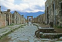 Italy: Pompeii--Via Di Stabia. Photo '83.