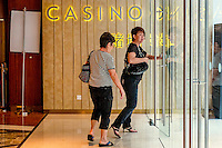 Two women leave the casino at the Marina Bays Sands. Most of the visitors to the casino are mainland Chinese. Foreigners can enter for free, while Singaporeans have to pay a fee to enter, a measure to fight ludopaty.
