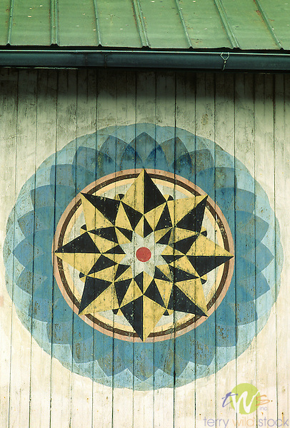Hex sign on Amish barn