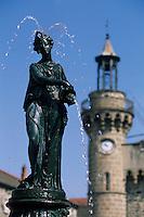 Europe/France/Auvergne/43/Haute-Loire/Yssingeaux: Détail de la fontaine et de la tour de l'horloge de l'hôtel de Ville, ancienne résidence d'été des évèques du Puy-en-Velay