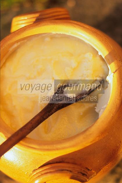 Europe/France/Aquitaine/24/Dordogne/Périgord Noir/Sarlat-la-Canéda: Pot de graisse d'oie une des bases de la cuisine du Sud-Ouest