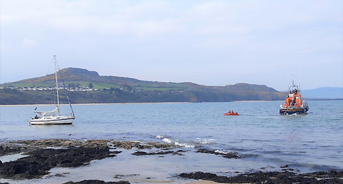 Arklow RNLI on scene with the grounded yacht at Clogga Bay beach