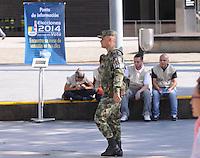 MEDELLÍN -COLOMBIA. 24-05-2014. Soldados vigilan la seguridad en el Palacio de Exposiciones de Medellín durante la jornada de elecciones Presidenciales en en Colombia que se realizan hoy 25 de mayo de 2014 en todo el país./ Soldiers guard the Palacio de Exposiciones in Medellin during the day of Presidential elections in Colombia that made today May 25, 2014 across the country. Photo: VizzorImage / Luis Rios /Str