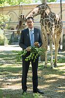 """Bundesentwicklungsminister Dr. Gerd Mueller (im Bild) und Dr. Eckart von Hirschhausen besuchten zum """"Internationale Tag zum Erhalt der Artenvielfalt"""" (22. Mai) den Berliner Zoo.<br /> Sie warnten vor vor der Abnahme der biologischen Vielfalt und erklaerten, dass """"alle vier Sekunden wird Wald von der Flaeche eines Fussballfeldes abgeholzt wird. Die Gefahr, dass Viren vom Tier auf den Menschen ueberspringen steigt, je mehr die natuerlichen Lebensraeume schrumpfen. Die Zerstoerung der Natur und Artenvielfalt bedroht so auch den Menschen. Corona ist dafuer das juengste Beispiel"""".<br /> 20.5.2020, Berlin<br /> Copyright: Christian-Ditsch.de<br /> [NUR FUER REDAKTIONELLE ZWECKE! Werbung nur auf Anfrage beim Fotografen. Inhaltsveraendernde Manipulation des Fotos nur nach ausdruecklicher Genehmigung des Fotografen. Vereinbarungen ueber Abtretung von Persoenlichkeitsrechten/Model Release der abgebildeten Person/Personen liegen nicht vor. NO MODEL RELEASE! Don't publish without copyright Christian-Ditsch.de, Veroeffentlichung nur mit Fotografennennung, sowie gegen Honorar, MwSt. und Beleg. Konto: I N G - D i B a, IBAN DE58500105175400192269, BIC INGDDEFFXXX, Kontakt: post@christian-ditsch.de<br /> Bei der Bearbeitung der Dateiinformationen darf die Urheberkennzeichnung in den EXIF- und  IPTC-Daten nicht entfernt werden, diese sind in digitalen Medien nach §95c UrhG rechtlich geschuetzt. Der Urhebervermerk wird gemaess §13 UrhG verlangt.]"""