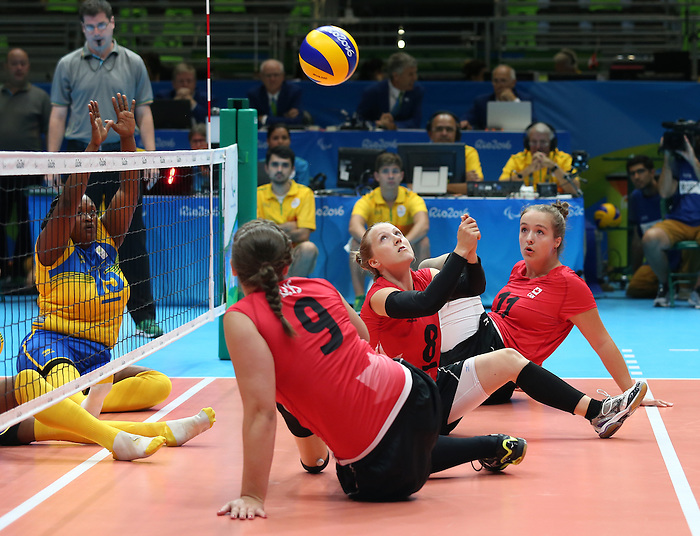 Jolan Wong, Rio 2016 - Sitting Volleyball // Volleyball assis.<br /> Canada competes against Rwanda in the Women's Sitting Volleyball Preliminary // Le Canada affronte le Rwanda dans le tournoi préliminaire de volleyball assis féminin. 15/09/2016.
