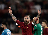 Calcio, Serie A: Roma, stadio Olimpico, 14 ottobre 2017.<br /> Roma's captain Daniele De Rossi reacts during the Italian Serie A football match between Roma and Napoli at Rome's Olympic stadium, October14, 2017.<br /> UPDATE IMAGES PRESS/Isabella Bonotto