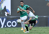 PALMIRA - COLOMBIA, 07-10-2020: Harold Gomez del Cali disputa el balón con Walmer Pacheco del Equidad durante partido entre Deportivo Cali y La Equidad por la fecha 12 de la Liga BetPlay DIMAYOR I 2020 jugado en el estadio Deportivo Cali de la ciudad de Palmira. / Harold Gomez of Cali vies for the ball with Walmer Pacheco of Equidad during match between Deportivo Cali and La Equidad for the date 12 as part of BetPlay DIMAYOR League I 2020 played at Deportivo Cali stadium in Palmira city.  Photo: VizzorImage / Gabriel Aponte / Staff