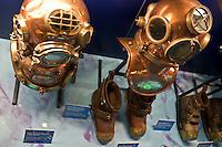 Cherbourg Cité de la Mer  Museo dedicato al mare scafandri e scarponi sottomarini