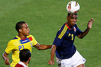 MENDOZA -ARGENTINA- 20-01-2013: Deivy Balanta (Der) de Colombia, disputa el balón Eli Esterilla (Izq.) de Ecuador, durante partido entre los seleccionados de Colombia y Ecuador en el estadio Las Malvinas de Mendoza Argentina,  enero  20 de 2013. En partido por el Suramericano Sub 20, clasificatorio al mundial en Turquia.  Deivy Balanta (R) from Colombia, fights for the ball with Eli Esterilla (L) from Ecuador, during the match between Colombia and Ecuador in the stadium The Falklands in Mendoza, Argentina, on  January  20,  2013. In South American game for the Under 20 group A, qualifying to Turkey world cup.  (Photo: Photosport/Photogamma / VizzorImage)..