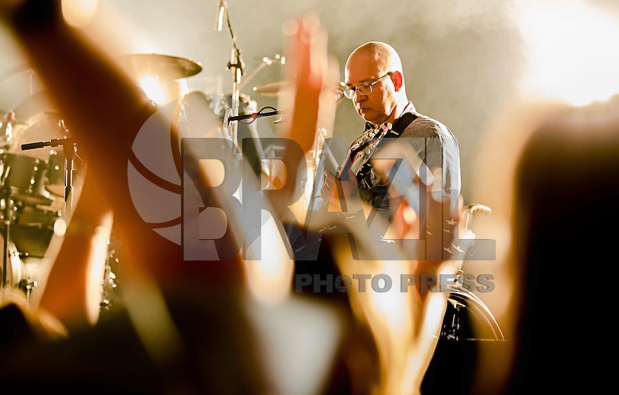 SÃO PAULO, SP, 19.02.2016 - SHOW-SP - O grupo Paralamas do Sucesso durante apresentação no Teatro J. Safra, na zona oeste da capital paulista, na noite de ontem sexta-feira, 19. (Foto: Andreia Takaishi/Brazil Photo Press)