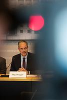 """1. Sitzungstag des Berliner """"Amri-Untersuchungsausschuss"""".<br /> Am Freitag den 14. Juli 2017 konstituierte sich der sogenannte """"Amri-Untersuchungsausschuss des Berliner Abgeordnetenhaus. Der 1. Untersuchungsausschuss der 18. Wahlperiode will versuchen die diversen Unklarheiten im Fall des Weihnachtsmarkt-Attentaeters zu klaeren.<br /> Im Bild: Der Ausschussvorsitzende Burkard Dregger, CDU.<br /> 14.7.2017, Berlin<br /> Copyright: Christian-Ditsch.de<br /> [Inhaltsveraendernde Manipulation des Fotos nur nach ausdruecklicher Genehmigung des Fotografen. Vereinbarungen ueber Abtretung von Persoenlichkeitsrechten/Model Release der abgebildeten Person/Personen liegen nicht vor. NO MODEL RELEASE! Nur fuer Redaktionelle Zwecke. Don't publish without copyright Christian-Ditsch.de, Veroeffentlichung nur mit Fotografennennung, sowie gegen Honorar, MwSt. und Beleg. Konto: I N G - D i B a, IBAN DE58500105175400192269, BIC INGDDEFFXXX, Kontakt: post@christian-ditsch.de<br /> Bei der Bearbeitung der Dateiinformationen darf die Urheberkennzeichnung in den EXIF- und  IPTC-Daten nicht entfernt werden, diese sind in digitalen Medien nach §95c UrhG rechtlich geschuetzt. Der Urhebervermerk wird gemaess §13 UrhG verlangt.]"""