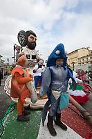 """Europe, Italy, Tuscany, Viareggio,    the chariot: """"iRifiuti da incubo.""""of Priscilla Borri and Andrea Patalano in parade"""
