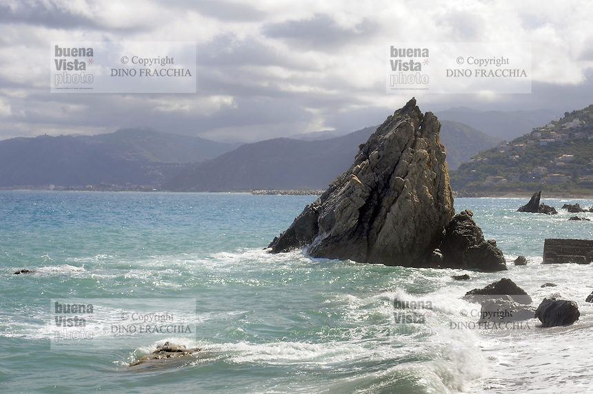 - Sicilia,  Capo d'Orlando (Messina), le rocce del capo<br /> <br /> - Sicily, Capo d'Orlando (Messina), the rocks of the cape