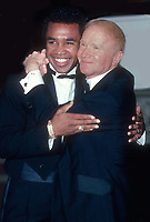 Sugar Ray Leonard Red Buttons in 1984<br /> Photo By Adam Scull/PHOTOlink