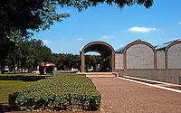 Louis I. Kahn: Kimbell Art Museum, Fort Worth, TX. Southern approach to graveled walk and terrace.  Photo '88.