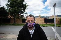 """CAJICA - COLOMBIA, 15-07-2020: """"A mí siempre me ha gustado trabajar, pero esto que está pasando ahora me tiene cansada y estresada, la gente ya no compra como antes, las horas de trabajo se me duplicaron y es más difícil llevar algo a la casa"""" Liliana Cadena, 36 años, es su testimonio quien como la mayoría de trabajadores informales se ve obligado a salir a buscar el sustento diario para subsistir en medio de la cuarentena total en el territorio colombiano causada por la pandemia del Coronavirus, COVID-19. / """"I have always liked working, but this that is happening now has me tired and stressed, people no longer buy as before, work hours doubled and it is more difficult to take something home"""" Liliana Cadena, 36 years years, is her testimony that, like most informal workers, she is forced to go out to find daily sustenance to subsist in the midst of the total quarantine in Colombian territory caused by the Coronavirus pandemic, COVID-19. Photo: VizzorImage / Johan Rugeles / Cont"""