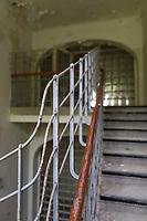 """Das ehemalige St. Josefsheim Waldniel-Hostert, Fuehrung durch das Heim mit der Kentschool Security Group, Teppenhaus, niemand, [das Josefsheim ist ein ehemaliges Franziskaner-Heim fuer Kinder mit Behinderung, nach 1937 war es die Kinderfachabteilung der Provinzial Heil- und Pflegeanstalt, in dieser Zeit wurden ca. 100 Kindern mit Behinderung durch die Nationalsozialisten ermordet, von 1963 bis 1991 britische Kent-School], heute leerstehende Ruine, [Treffpunkt fuer """"Geisterjaeger""""], lost place, lost places, moderne Ruine, Verfall, verfallen, Gedenkstaette, Euthanasie, Kindereuthanasie, Naziverbrechen, Verbrechen, Behinderung, Nationalsozialismus, Nazi-Zeit, Drittes Reich, Geschichte, Historie, Josefs-Heim, Europa, Deutschland, Nordrhein-Westfalen, Viersen, Schwalmtal, 08/2013<br /> <br /> Engl.: Europe, Germany, North Rhine-Westphalia, Viersen, Schwalmtal, former St. Josefsheim Waldniel-Hostert, guided tour through the home with the Kentschool Security Group, building, interior view, staircase, memorial site, euthanasia, mercy killing, crime, disability, National Socialism, Third Reich, history, the Josefsheim is a former home managed by Franciscan monks for disabled children, after 1937 the National Socialists killed approx. 100 disabled children there, from 1963 - 1991 British Kent-School, August 2013"""