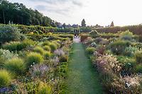 France, Indre-et-Loire (37), Villandry, Jardins du château de Villandry en août, le Jardin du Soleil (vue aérienne)