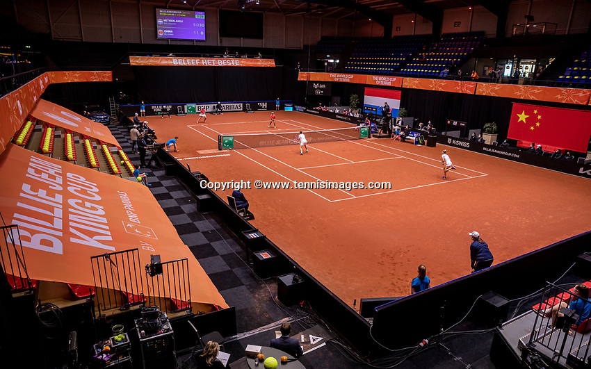 Den Bosch, The Netherlands, April 17, 2021,    Maaspoort, Billie Jean King Cup  Netherlands -  China , seccond day doubles match: Arantxta Rus (NED) and Demi Schuurs (NED)   Yfan XU  (CHN) and Shuai Zang (CHN), overal vieuw<br /> Photo: Tennisimages/Henk Koster