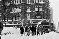 Tempete de neige, 17 decembre 1972 - La Baie sur la rue Ste-Catherine<br /> <br /> PHOTO : Agence Quebec Presse -  Alain Renaud
