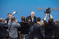 Erklaerung am Dienstag den 8. Januar 2019 in Berlin von Bundesinnenminister Horst Seehofer zusammen mit Holger Muench, Praesident des Bundeskriminalamtes (BKA) und Arne Schoenbohm, Praesident des Bundesamtes fuer Sicherheit in der Informationstechnik (BSI) zu den aktuellen bekannt gewordenen Datendiebstaehlen bei Politikern, Journalisten und Persoenen des oeffentlichen Interesses.<br /> 8.1.2019, Berlin<br /> Copyright: Christian-Ditsch.de<br /> [Inhaltsveraendernde Manipulation des Fotos nur nach ausdruecklicher Genehmigung des Fotografen. Vereinbarungen ueber Abtretung von Persoenlichkeitsrechten/Model Release der abgebildeten Person/Personen liegen nicht vor. NO MODEL RELEASE! Nur fuer Redaktionelle Zwecke. Don't publish without copyright Christian-Ditsch.de, Veroeffentlichung nur mit Fotografennennung, sowie gegen Honorar, MwSt. und Beleg. Konto: I N G - D i B a, IBAN DE58500105175400192269, BIC INGDDEFFXXX, Kontakt: post@christian-ditsch.de<br /> Bei der Bearbeitung der Dateiinformationen darf die Urheberkennzeichnung in den EXIF- und  IPTC-Daten nicht entfernt werden, diese sind in digitalen Medien nach §95c UrhG rechtlich geschuetzt. Der Urhebervermerk wird gemaess §13 UrhG verlangt.]