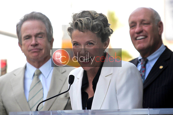 Warren Beatty and Annette Bening<br />at the ceremony honoring Annette Bening with the 2,324th Star on the Hollywood Walk of Fame. Hollywood Boulevard, Hollywood, CA. 11-10-06<br />Dave Edwards/DailyCeleb.com 818-249-4998