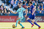 Sergio Busquets Burgos of FC Barcelona (L) fights for the ball with Javier Eraso Goni of CD Leganes (R) during the La Liga 2017-18 match between CD Leganes vs FC Barcelona at Estadio Municipal Butarque on November 18 2017 in Leganes, Spain. Photo by Diego Gonzalez / Power Sport Images