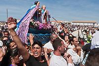 Europe/France/13/Bouches du Rhone/Camargue/Parc Naturel Régionnal de Camargue/Saintes Maries de la Mer: Lors du Pèlerinage des Gitans, Procession à la mer de Sainte Marie Jacobé et Sainte Marie Salomé