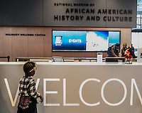 Washington- National Museum of African American History and Culture<br /> lobby - una bambina nera all'entrata