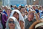 Rome - 2013 - Fedeli in Piazza San Pietro