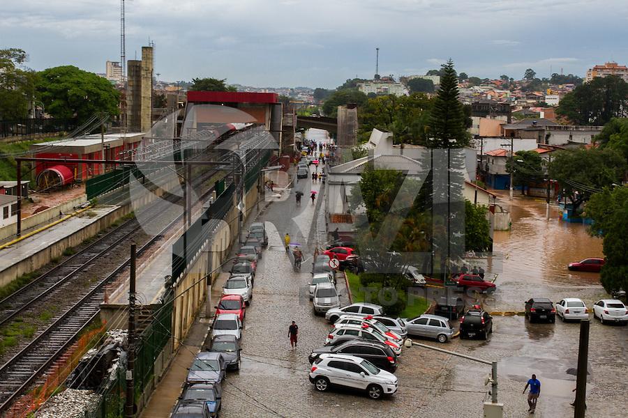 POA, SP, 17.01.2016 - CLIMA-SP - Forte chuva provoca enchente no centro da cidade de Poá região do Alto Tietê nesta quarta-feira, 17. (Foto: Fernando Novaes/Brazil Photo Press)