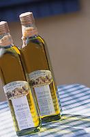 Europe/Provence-Alpes-Côte d'Azur/83/Var/Iles d'Hyères/Ile de Porquerolles: Huile d'olive de Marie-Claude Cano (de la ferme de l'Oustaou de Diou) qui n'utilise pas moins de 110 variétés - Saveurs des Vergers