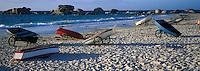Europe/France/Bretagne/29/Finistère/Brignogan-Plage: Annexes sur la plage de Pontusval - barques de pêche sur la plage de sable fin