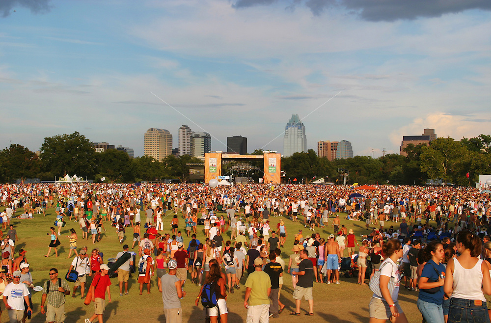 Concert goers gather at the main stage at the Austin City Limits Music Festival. <br /> <br /> Release Information: Editorial Use Only.<br /> Use of this image in advertising or for promotional purposes is prohibited.