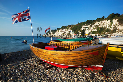 Great Britain, England, Devon, near Seaton, Beer: boats on beach in early morning | Grossbritannien, England, Devon, Beer bei Seaton: Boote fruehmorgens am Strand