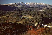 Europe/France/Auverne/63/Puy-de-Dôme/Saint-Nectaire: Le Château de Murol et les Monts Dore