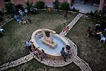 Irak, Juni 2014 - Der Innenhof des Priesterseminars. Fluechtlinge aus Mossul warten hier auf eine Besserung der Lage. <br /> <br /> Engl.: Asia, Iraq, North Iraq, conflict area, Karakosh, courtyard of the seminary, refugees from Mosul, the last Christians in Iraq are domiciled in Karakosh, June 2014<br /> <br />    Die irakische Stadt Karakosch beheimatet die letzten Christen im Irak.