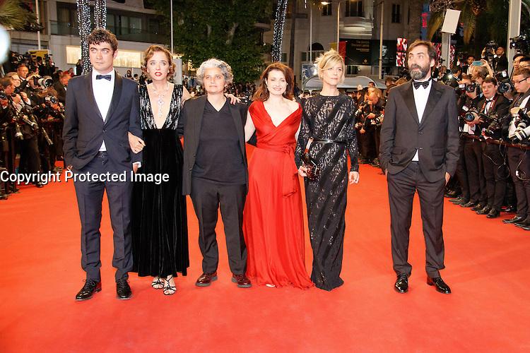 Riccardo Scamarcio Valeria Golino Viola Prestieri Marina Fois Stefano Mordini arrive sur le tapis rouge pour la projection du film 'Juste la fin du monde' lors du 69ème Festival du Film à Cannes le jeudi 19 mai 2016.