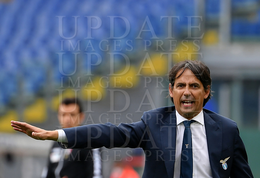 Football, Serie A: S.S. Lazio - Spezia, Olympic stadium, Rome, April 3, 2021. <br /> Lazio's coach Simone Inzaghi speaks to his players during the Italian Serie A football match between S.S. Lazio and Spezia at Rome's Olympic stadium, Rome, on April 3, 2021.  <br /> UPDATE IMAGES PRESS/Isabella Bonotto