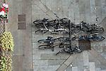 Rastrelliera per biciclette in un cortile della Milano dei Navigli