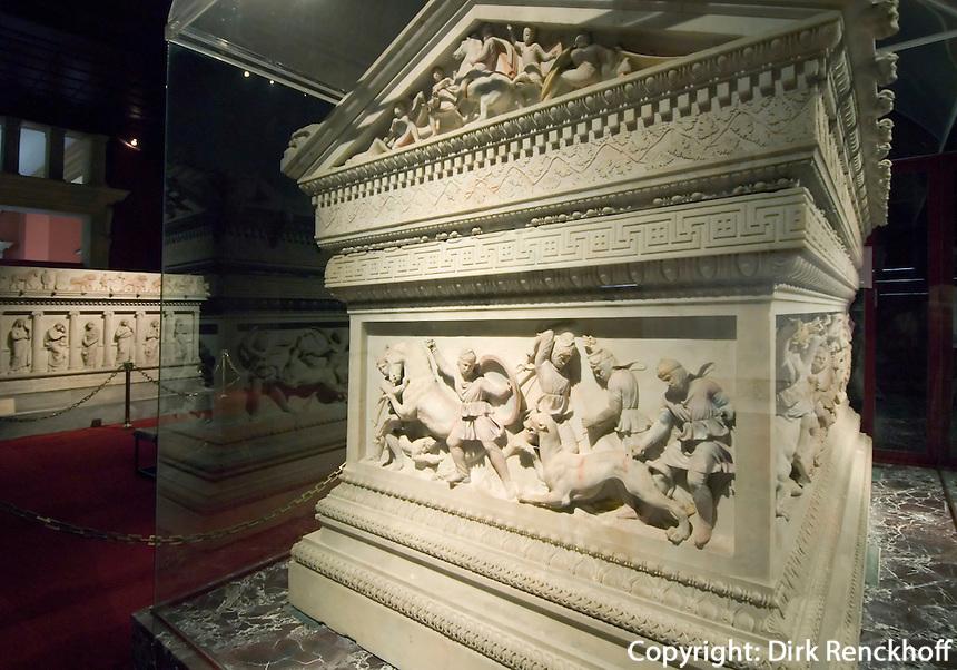Alexandersarkophag im archäologischen Museum (Archeoloji Müzesi)  in Istanbul,  der Sarkophag stammt aus der Nekropole Sidon im Libanon (4.Jh. v.Chr.), Türkei