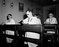 Priere des moines catholiques, <br /> annees 50 (date inconnue)<br /> <br /> PHOTO : Agence Quebec Prese