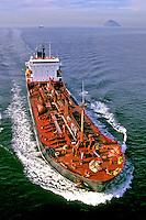 Navio petroleiro no Rio de Janeiro. 2002. Foto de Ricardo Azoury.