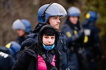 """Environ 200 manifestants ont été arrêtés par la police lors d'une manifestation non autorisée dans le quartier d'Osterbro à Copenhague, le 13/12/2009. Sur le slogan """"Hit the production !"""", les manifestants entendaient bloquer le port de la ville, comme symbole de l'outil de production capitaliste."""